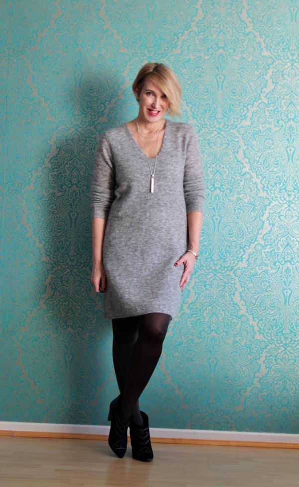 graues strickkleid mit stiefeletten und zwei gewinnerinnen glam up your lifestyle. Black Bedroom Furniture Sets. Home Design Ideas