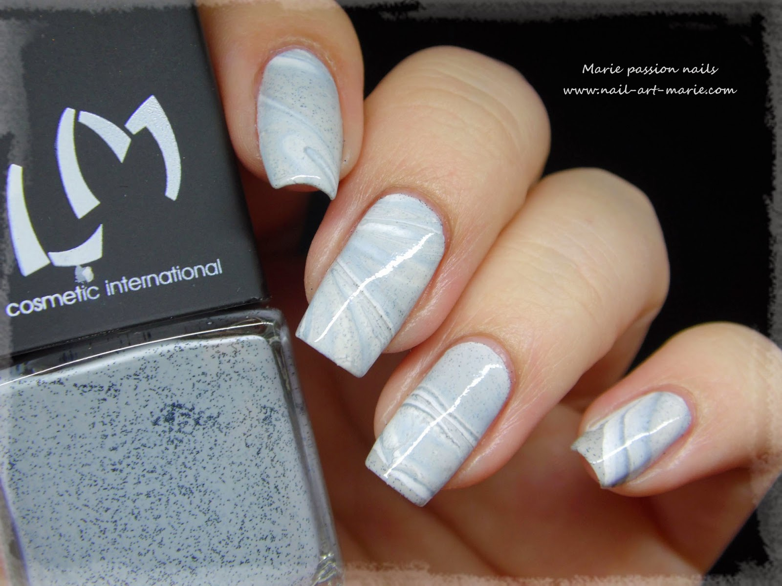 Nail Art effet Marbe au Water Marble1