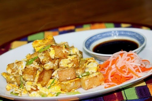 Vietnamese Fried Rice Cake with Egg Street Food (Bot Chien)2
