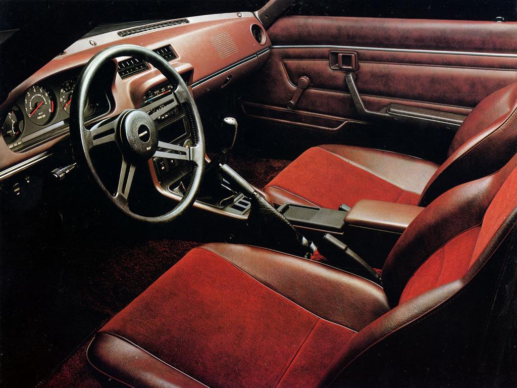 Mazda RX-7 Savanna FB SA22C stary japoński sportowy samochód, kultowy, coupe, silnik Wankla, rotary, 日本車 スポーツカー クラシックカー マツダ wnętrze interior