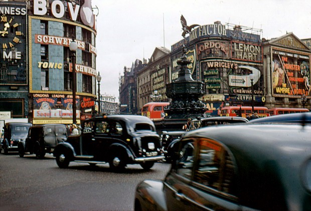 Vintage Everyday Colour Photographs Of Piccadilly Circus