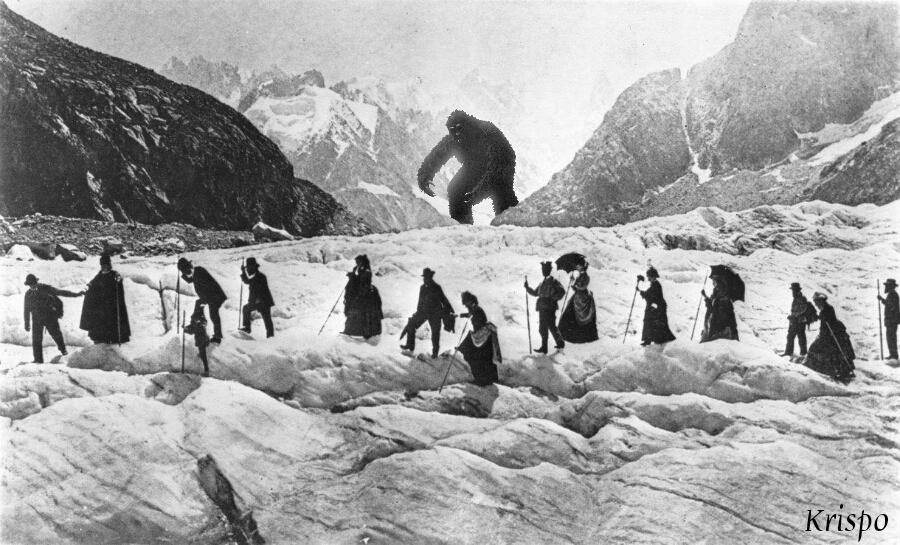 Yeti acechando a personas en la montaña