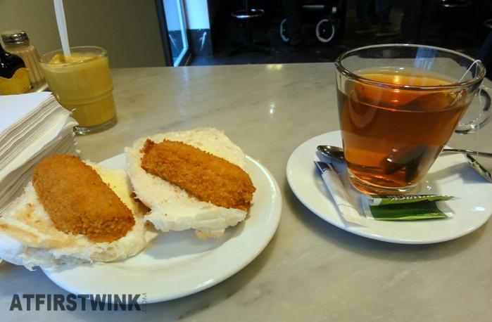 Broodje kroket + thee bij Eetsalon van Dobben