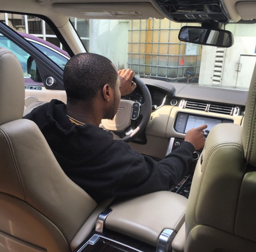 Davido Flaunts His Range Rover And G-Wagon 2