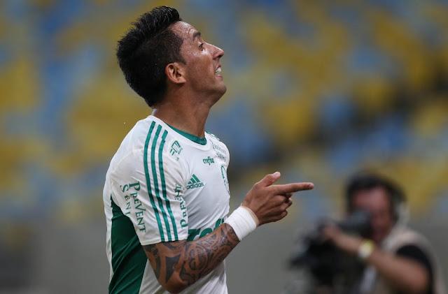 Barrios saiu do banco para fazer três gols no Maracanã (Foto: Cesar Greco/Ag Palmeiras/Divulgação)