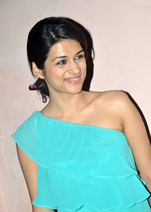 shraddha das stylish in jeans hot images