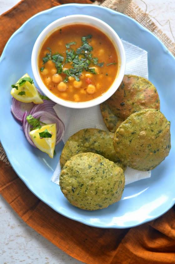 spinach poori :: paalak ki puri :: spinach fried bread