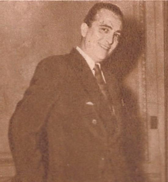 Hugo del Carril  sonrie