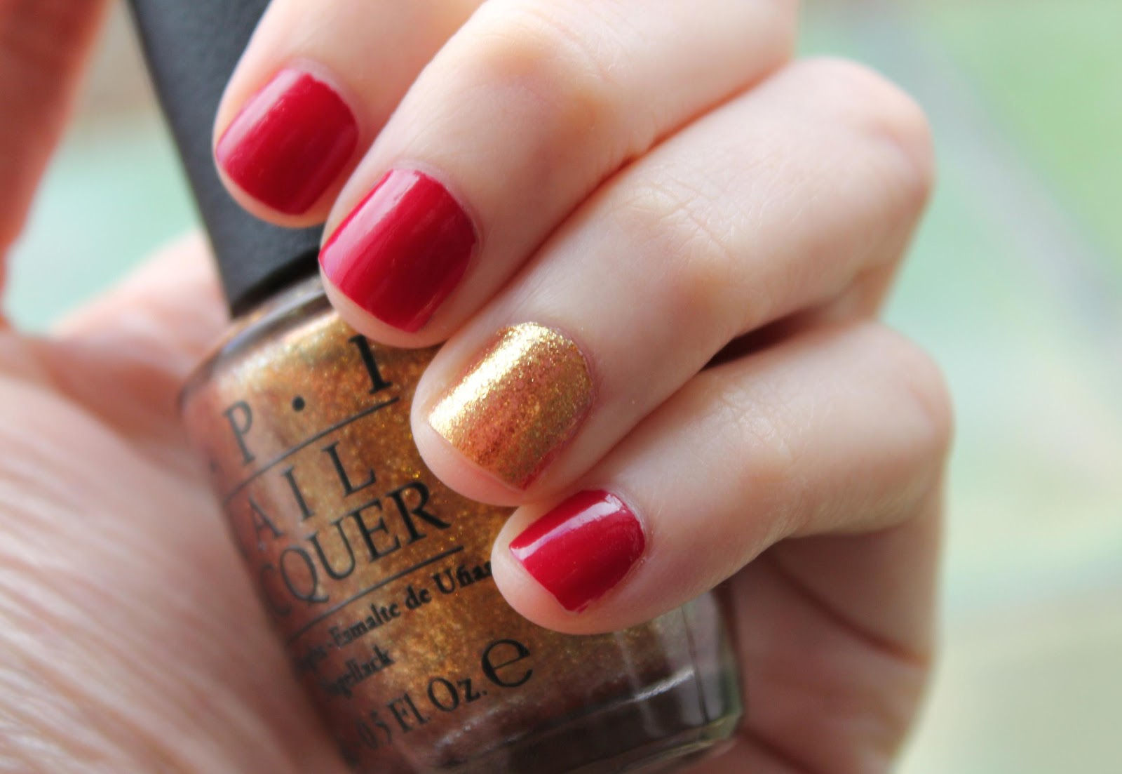 Girly Frame: Nail of the day - Gold and red