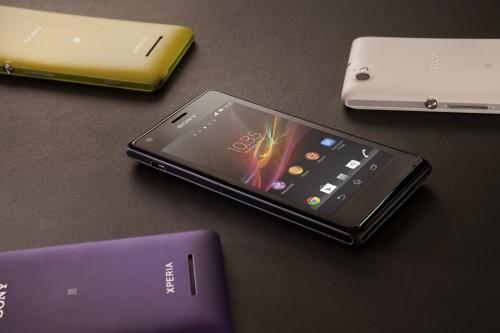 Il nuovo smartphone dual sim di fascia media Sony Xperia M è venduto in 4 varianti diverse di colori