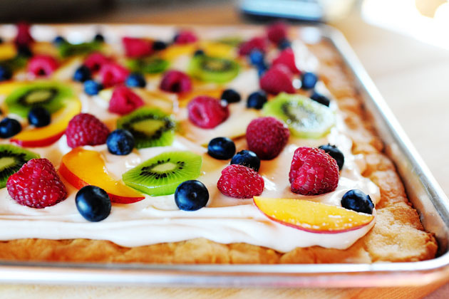 made her version of a deep dish fruit pizza
