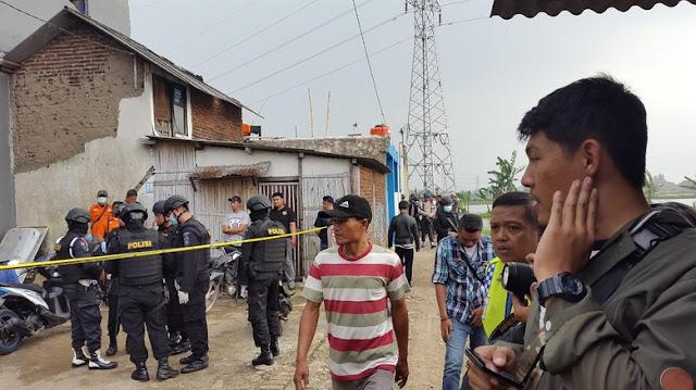 Polisi Gerbek Rumah Terduga Peledak Bom Malam Tahun Baru di Bandung