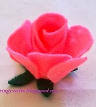 http://sharingcrafts.blogspot.com.es/2013/11/rosas-de-fieltro-2.html