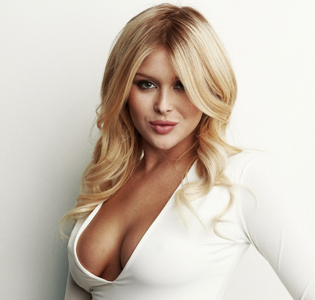 Renee Olstead shows off her hot stuff in Buzznet Photoshoot 2012 photos