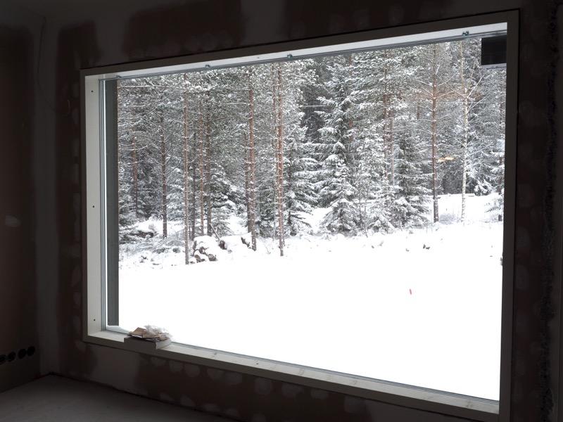 iso ikkuna ja kaunis maisema