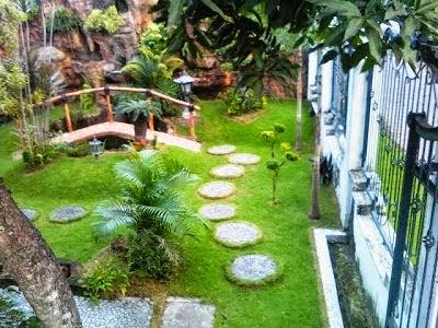 Taman minimalis di depan rumah