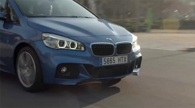 Un BMW por la carretera