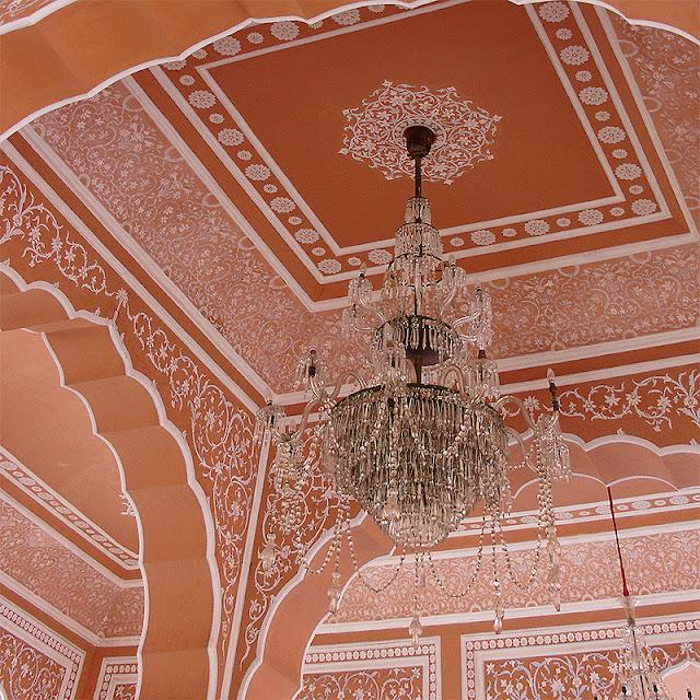 Plafond ouvragé au City Palace de Jaipur
