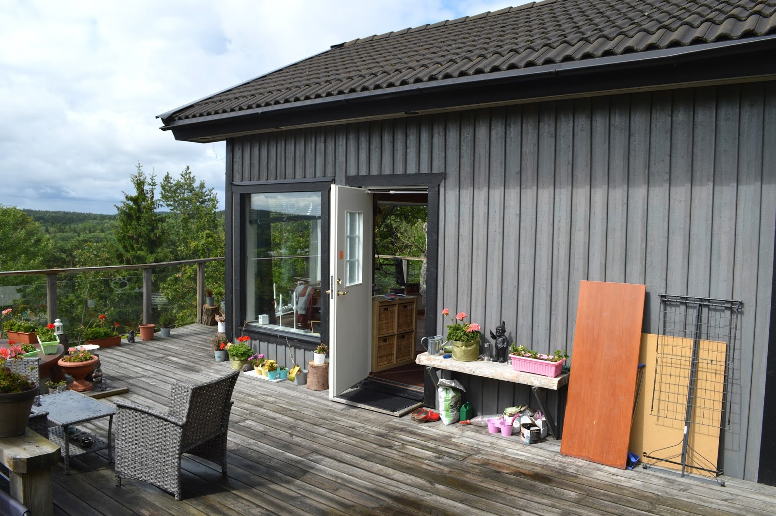 Airbnb house and terrace in Swedish countryside near Stockholm