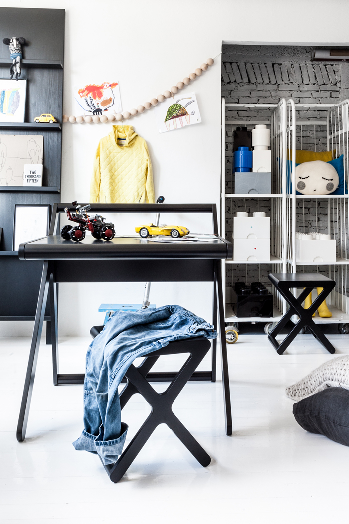 Rafa-kids pre-teen room / K desk black - styling Paulina Arcklin
