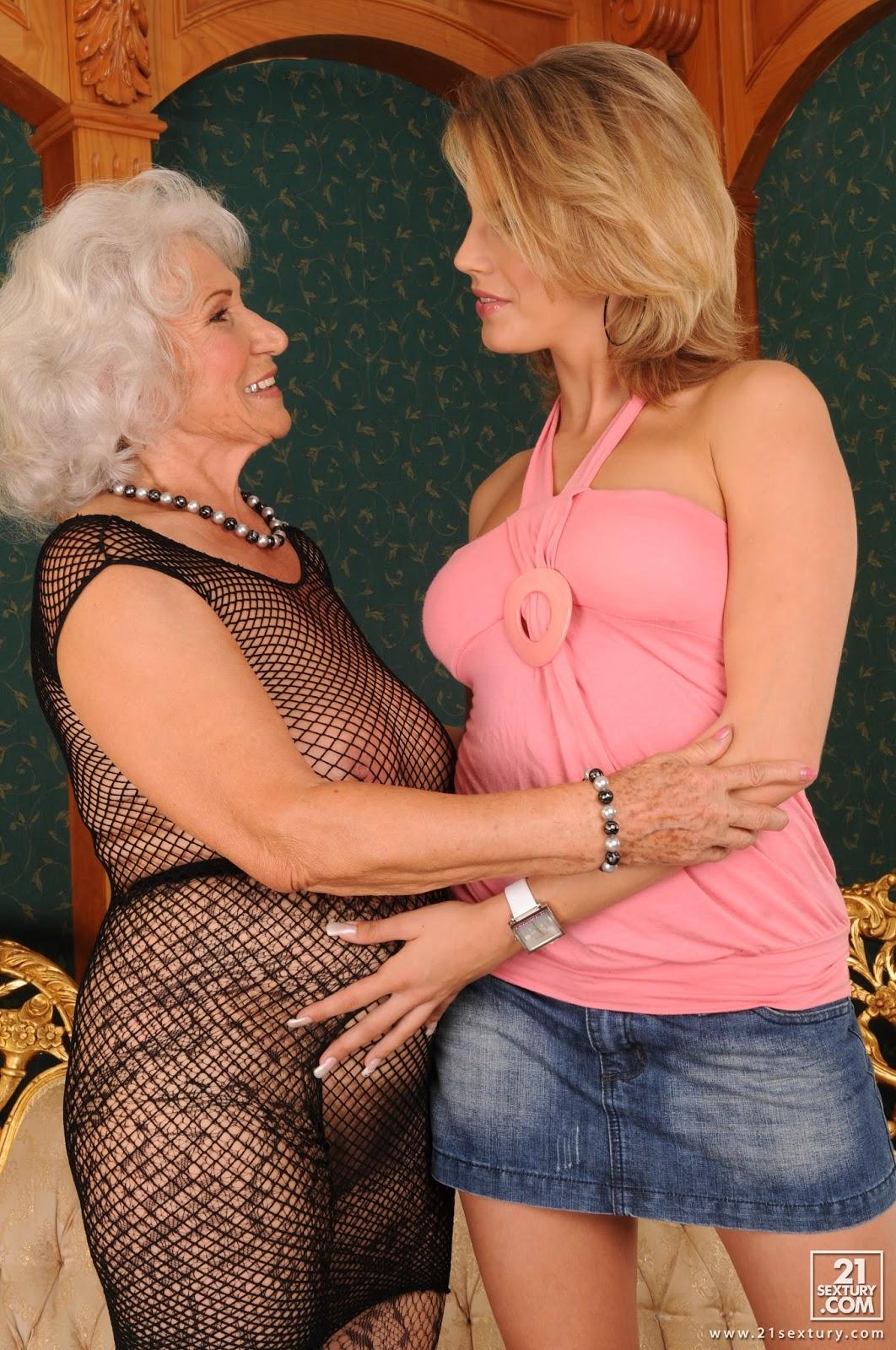 Abuela de 72 desnuda - 1 part 1