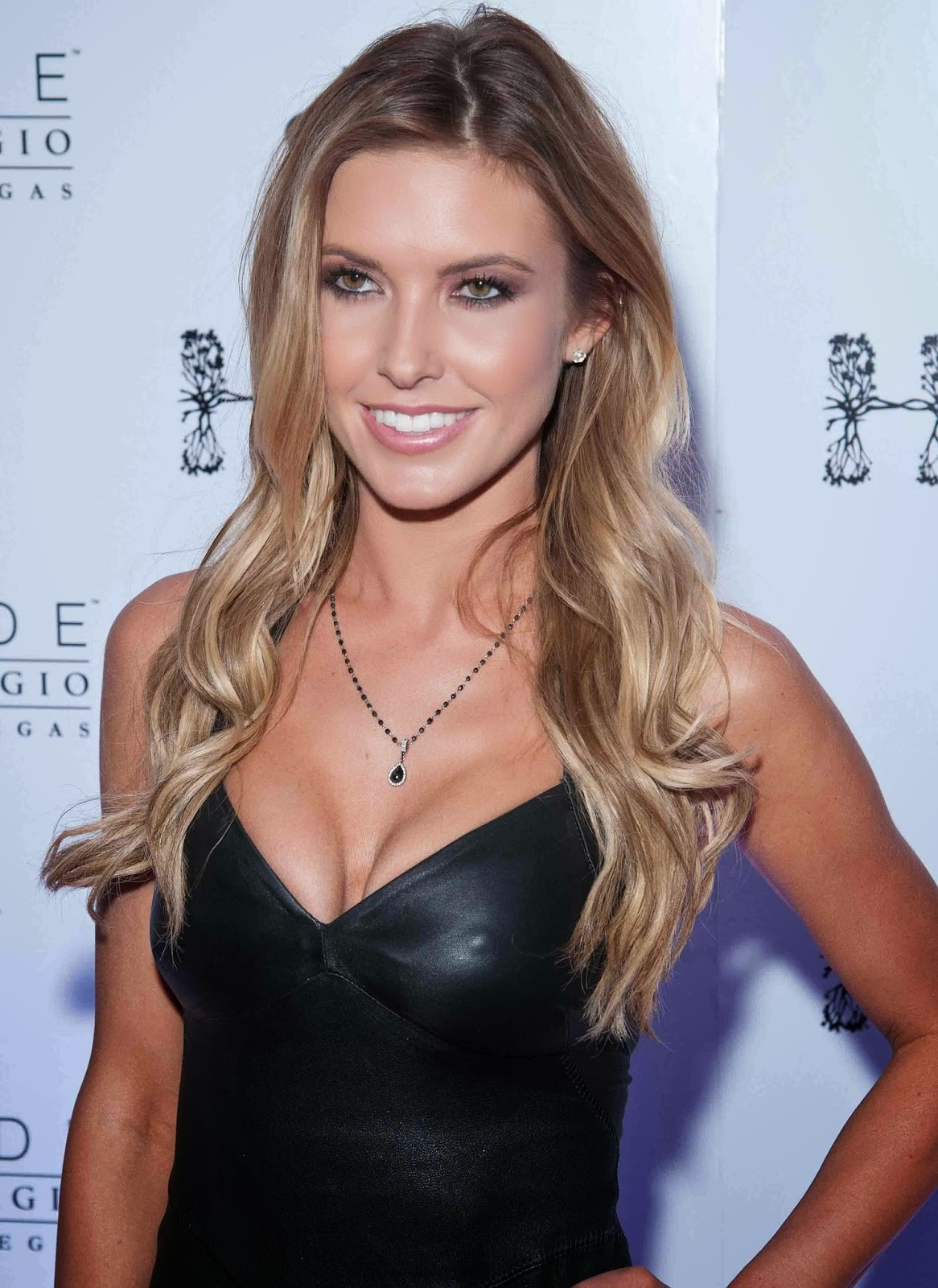 The 32-year old daughter of father Mark Patridge and mother Lynn Patridge, 170 cm tall Audrina Patridge in 2018 photo