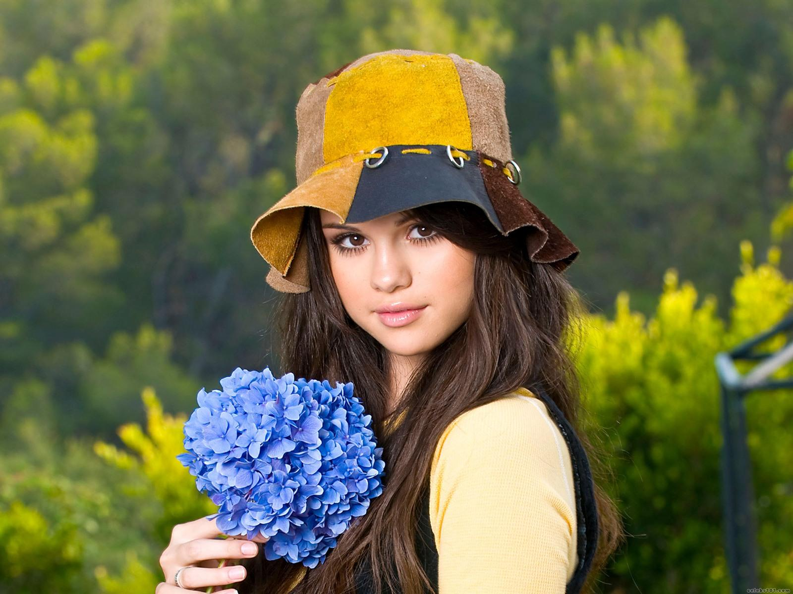 http://2.bp.blogspot.com/-WkQlTlTdWwE/TvcRGRKBKPI/AAAAAAAAOoc/ZPQVvlWa_s4/s1600/The-best-top-desktop-selena-gomez-wallpapers-selena-gomez-wallpaper-hd-23.jpg