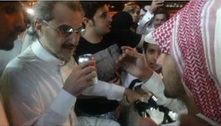 """ردة فعل الامير الوليد بن طلال على شاب سعودي قال له """"ركّز معي"""""""