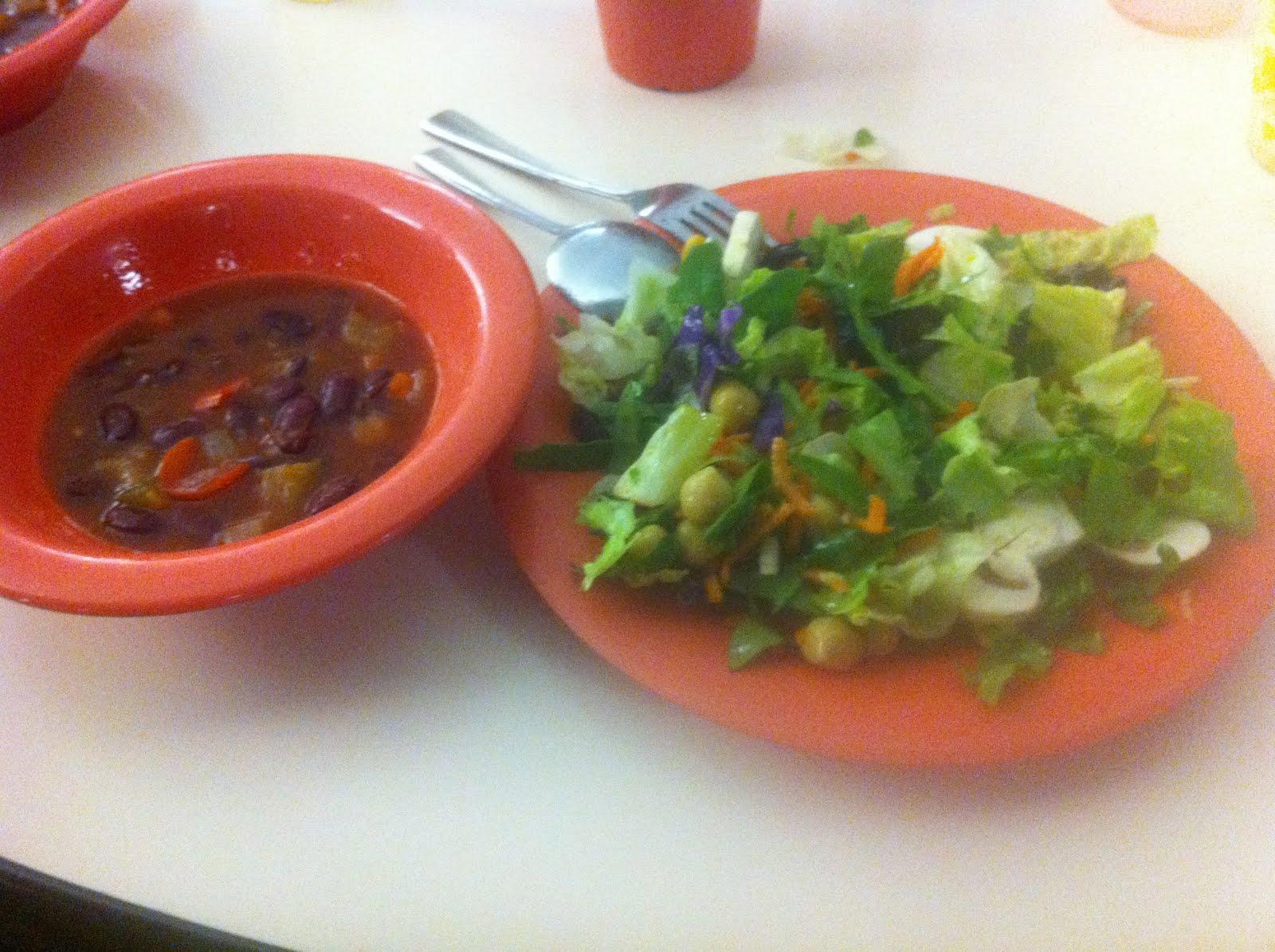 Vegan Goodies :): Vegetarian Chili and Salad
