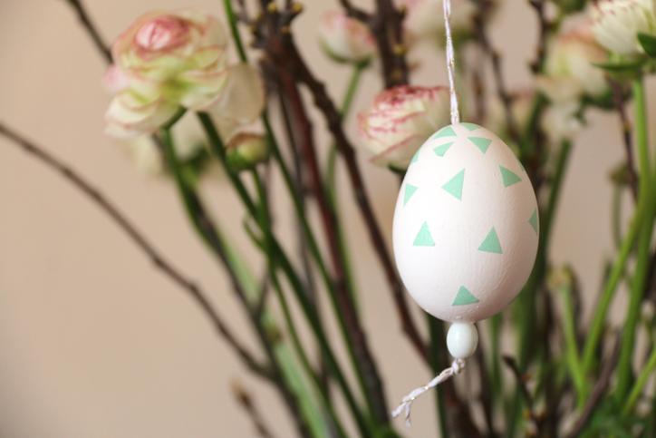 huevo-de-pascua-en-florero-hecho-con-washi-tape-hansel-y-greta