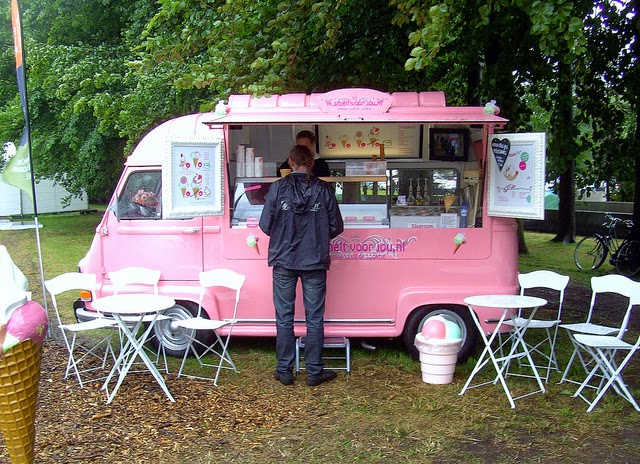 Girly daisy estafette renault for Food truck bar le duc