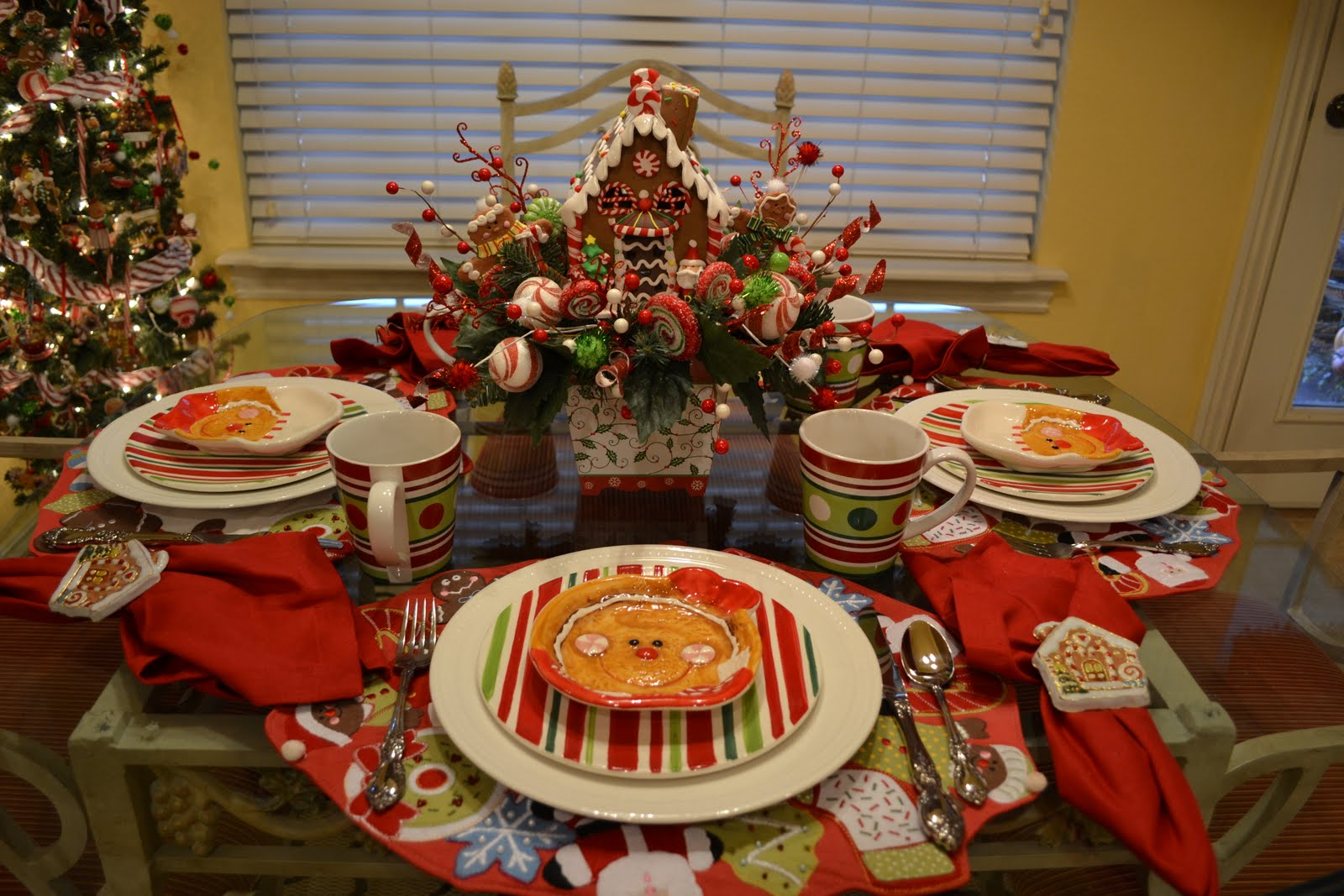 Kristen's Creations: Gingerbread House Tablescape