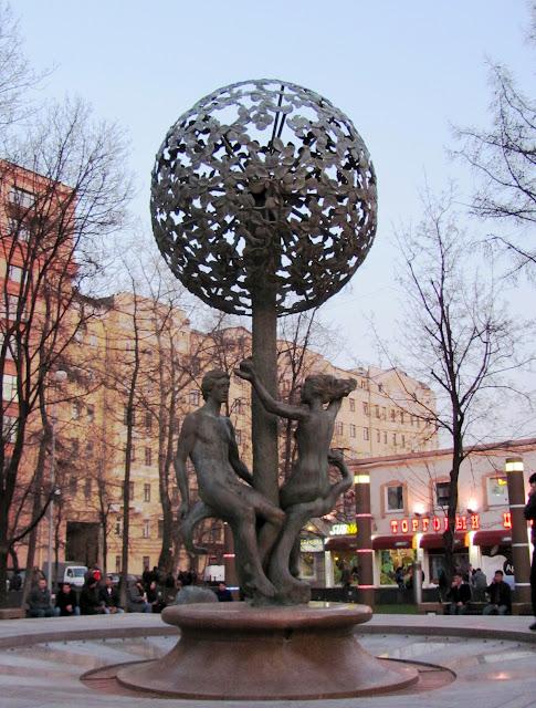 Москва, скульптура Адам и Ева