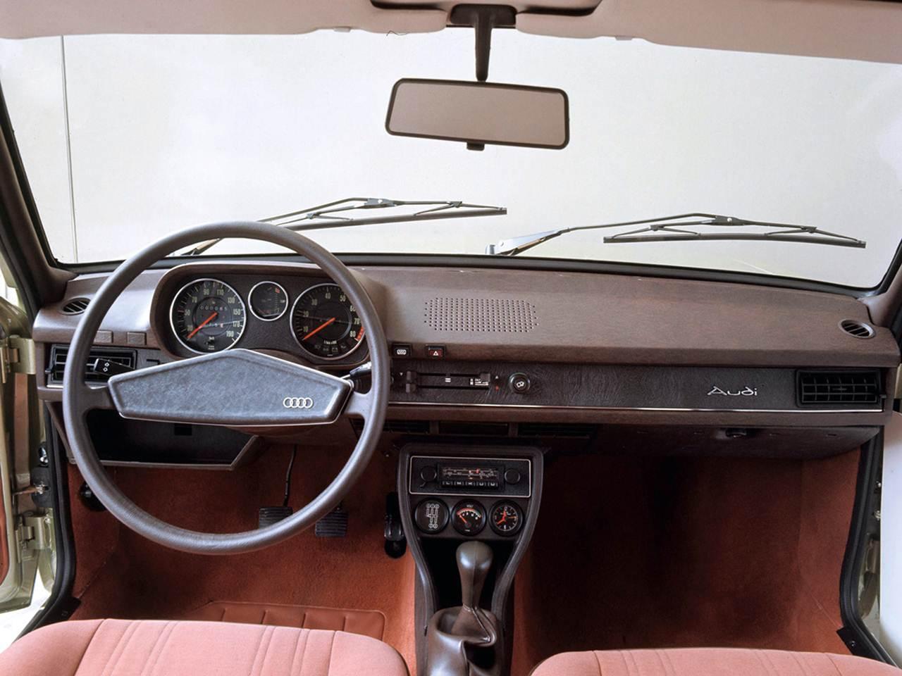 Nsu ro 80 o precursor do audi a4 e do vw passat car blog br for Audi 80 interieur