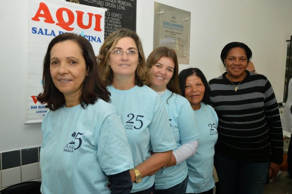 Equipe diretiva e funcionários da Escola Lino Oroña presentes nas atividades do projeto 'Família na Escola'
