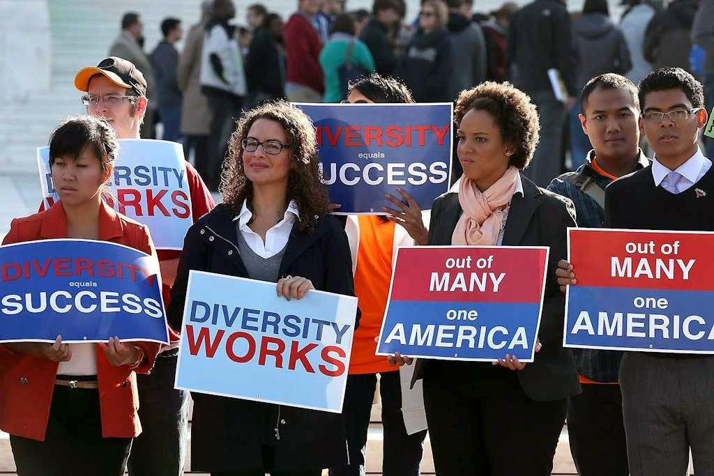 Estudantes pedem diversidade e liberdade contra a imposição das cotas raciais