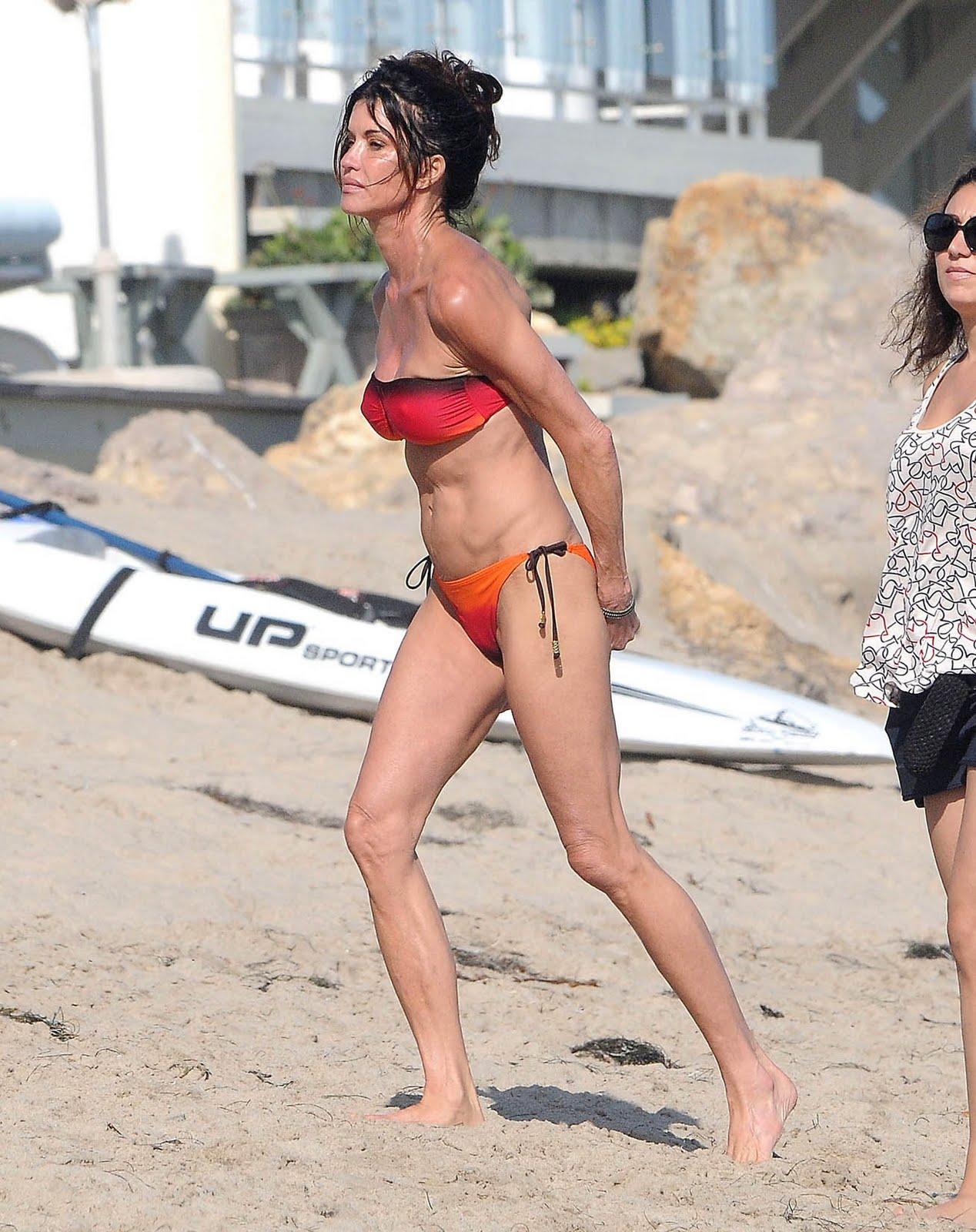 http://2.bp.blogspot.com/-Wlihn1pqdBU/ThNXwnNan3I/AAAAAAAAB_s/tFuQ2D1UzH8/s1600/janice_dickinson_swim_bikini_5.jpg