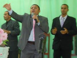 CANTOR JOSE ANTONIO PARTICIPA DE FESTIVIDADE NA ASSEMBLEIA DE DEUS DA FÉ.