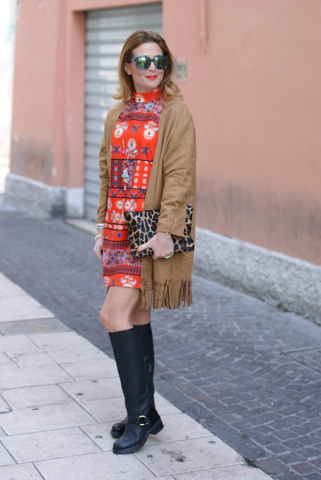Yoins fringed beige suedette coat and Lorenzo Mari boots on Fashion and Cookies fashion blog
