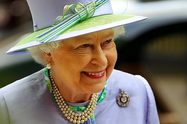 Elizabeth II will give the throne to William and Catherine