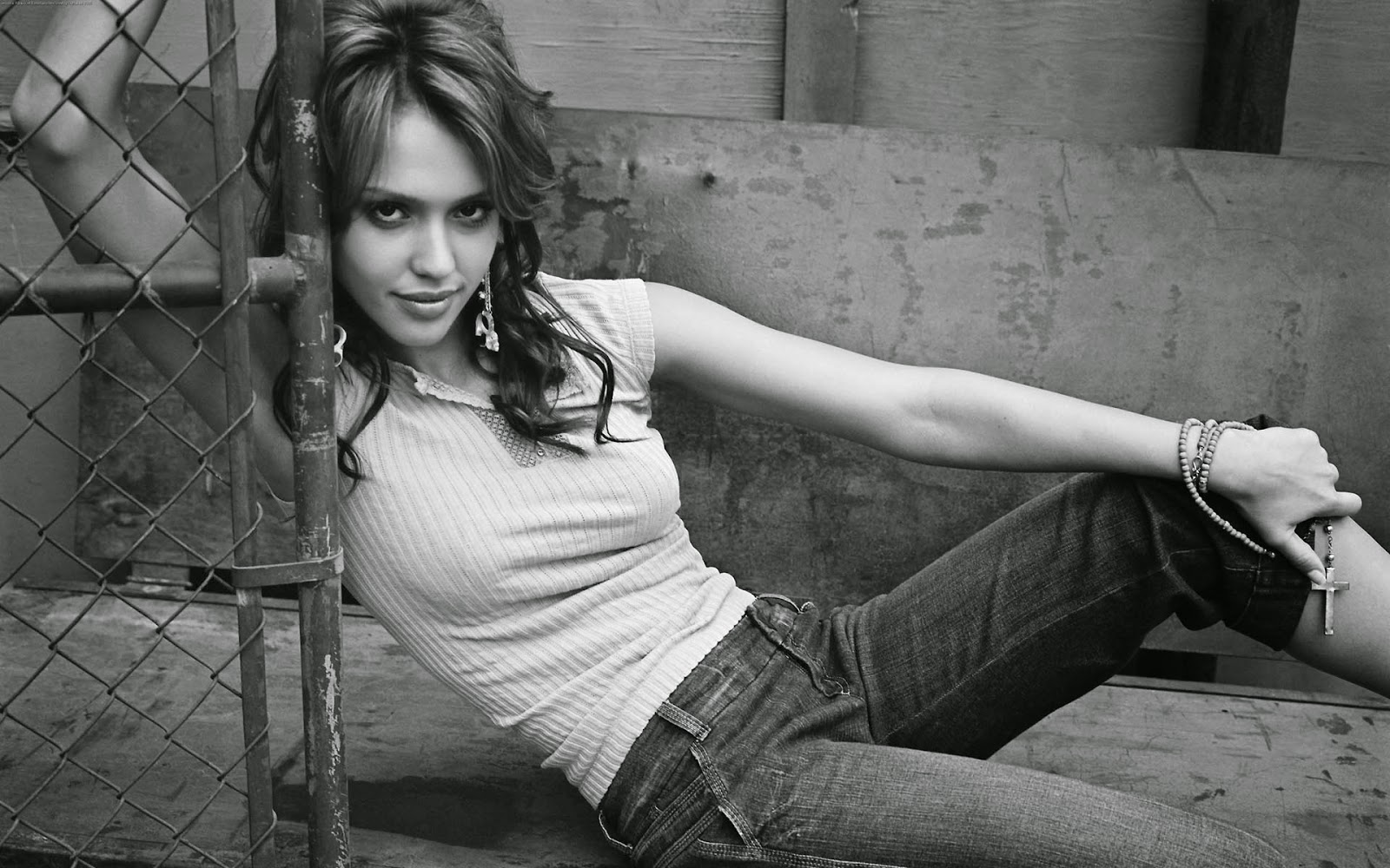 Jessica alba hollywood actress best black and white photos