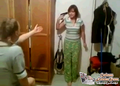 joven chantajea a su madre