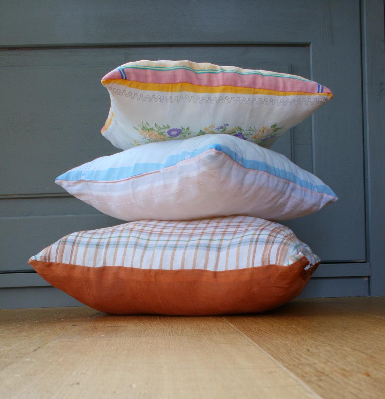 l 39 atelier d 39 el onore couture pour petits et grands enfants coussin vintage tout doux tout doux. Black Bedroom Furniture Sets. Home Design Ideas
