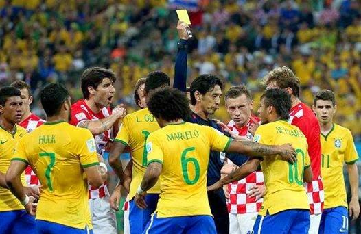 بالدليل : شاهد كيف فازت البرازيل على كرواتيا بمساعدة الحكم