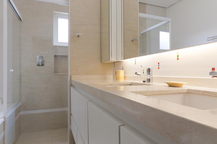 Arquitetura e Interiores Abril 2012 -> Banheiro Comprido Decorado