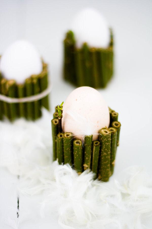 Eierbecher aus Papprollen basteln