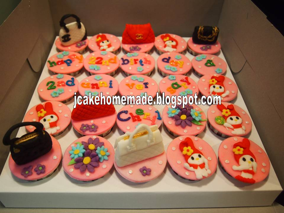 Jcakehomemade Melody and Purse cupcakes