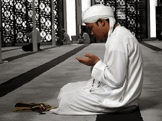 Ilustrasi munajat (foto dari islamdaniman.blogspot.com)