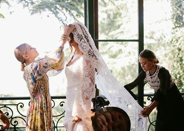 Mary-Kate and Ashley Olsen designed a wedding dress