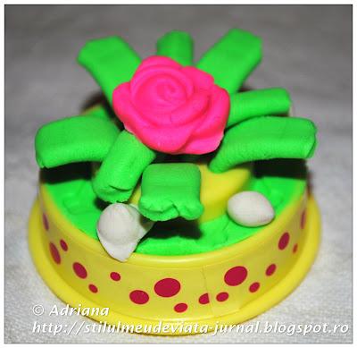 tort cu trandafir din plastilina